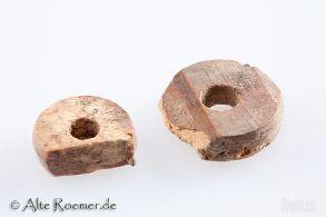 Zwei antike Spinnwirtel