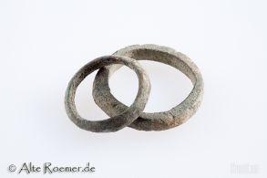 Zwei antike Bronzeringe