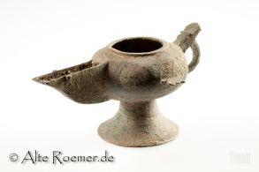 Ungewöhnlich geformte islamische Bronzeöllampe