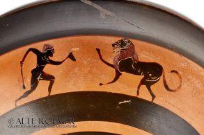 Attic black figure cup - Herakles slaying the Nemean lion